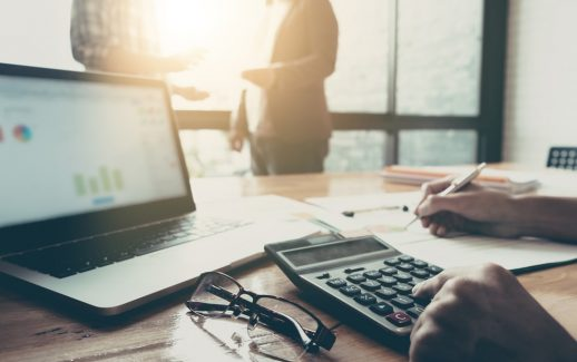 Como contabilizar antecipação de cartão de crédito?